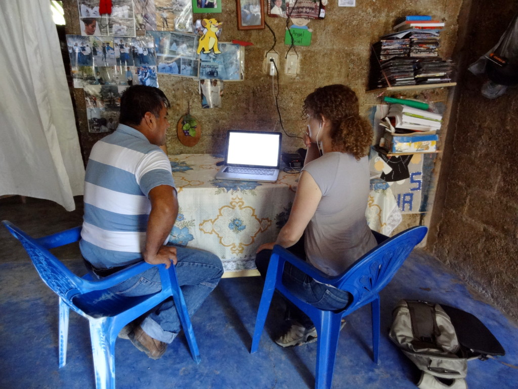 Student phonetician Rebekka Puderbaugh records a word list for phonetic analysis with language consultant Hugo Fuentes. Patla, Septembre del 2012
