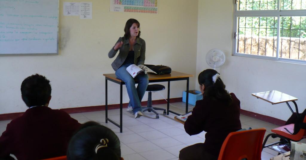 Rachel McGraw speaks with students at the secondary school in Ozelonacaxtla.