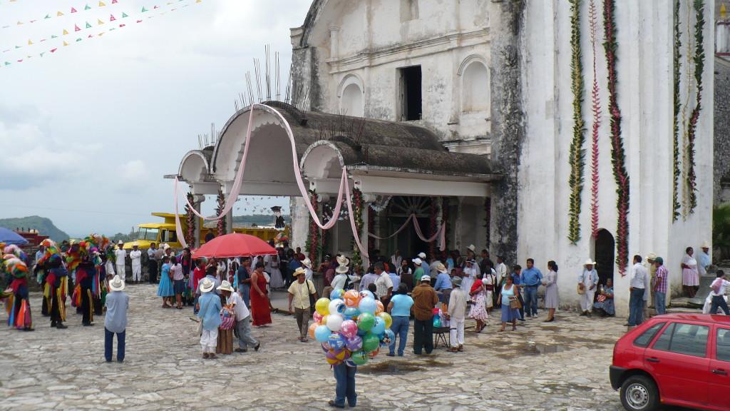 Church in Ozelonacaxtla decorated for the feria.