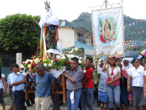 Members of various Totonac communities gathered for La Procession, and carried the statue of the Virgin Mary around the village. Patla festival 2012
